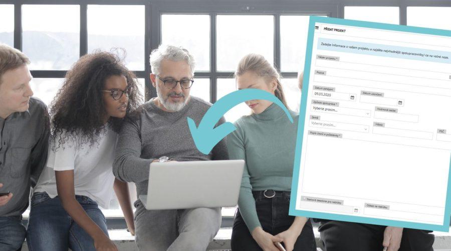 Skupina lidí vyplňuje na notebooku projekt na www.freelance.cz