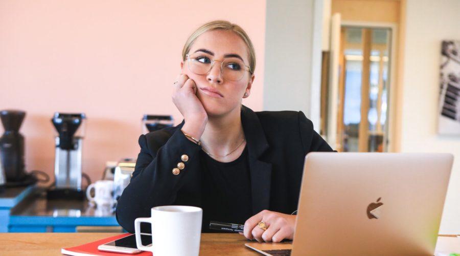Máte problém uznat vlastní úspěch? Možná se vás týká syndrom podvodníka
